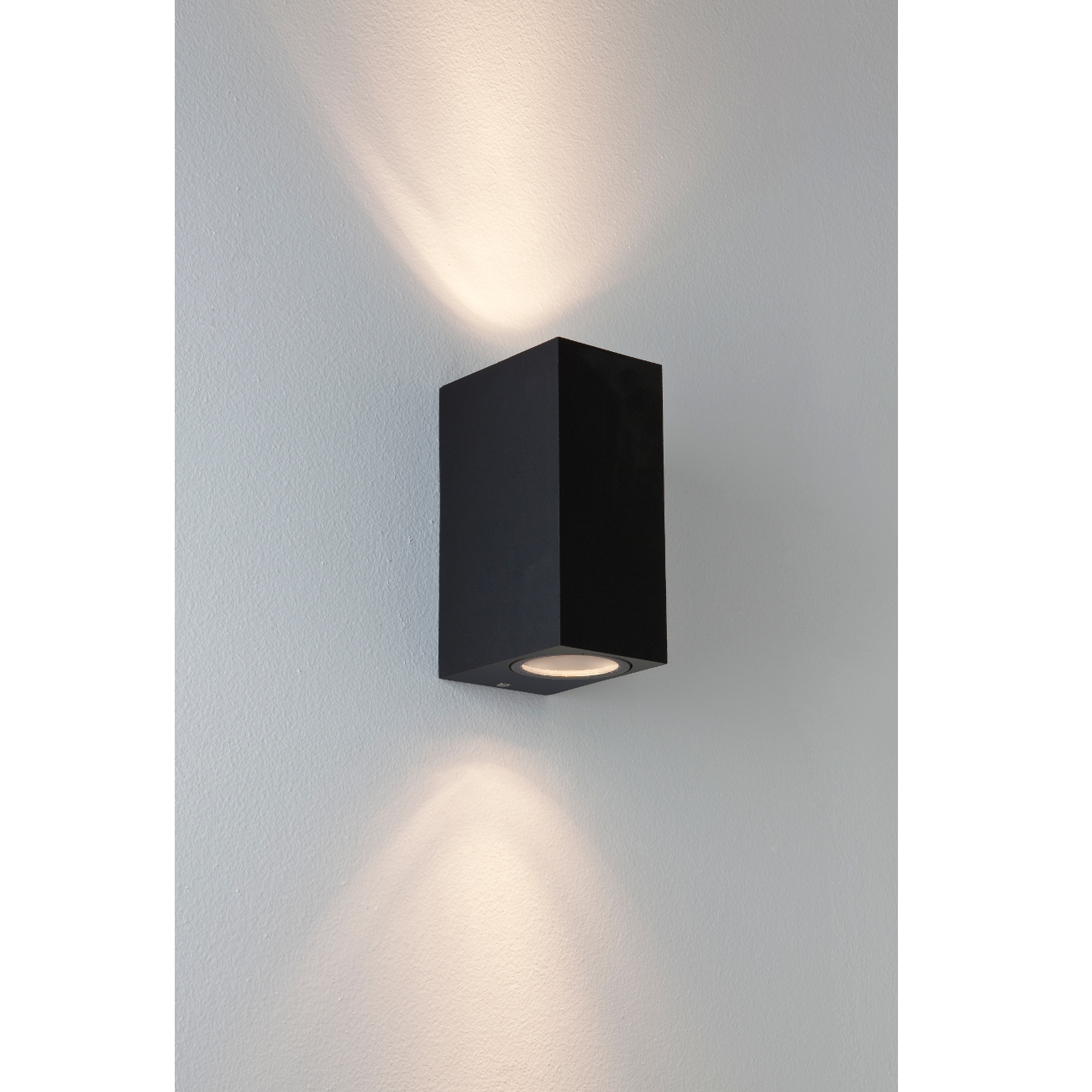 geradlinig designte wandleuchte up downlight f r au en chios astro metall schwarz. Black Bedroom Furniture Sets. Home Design Ideas