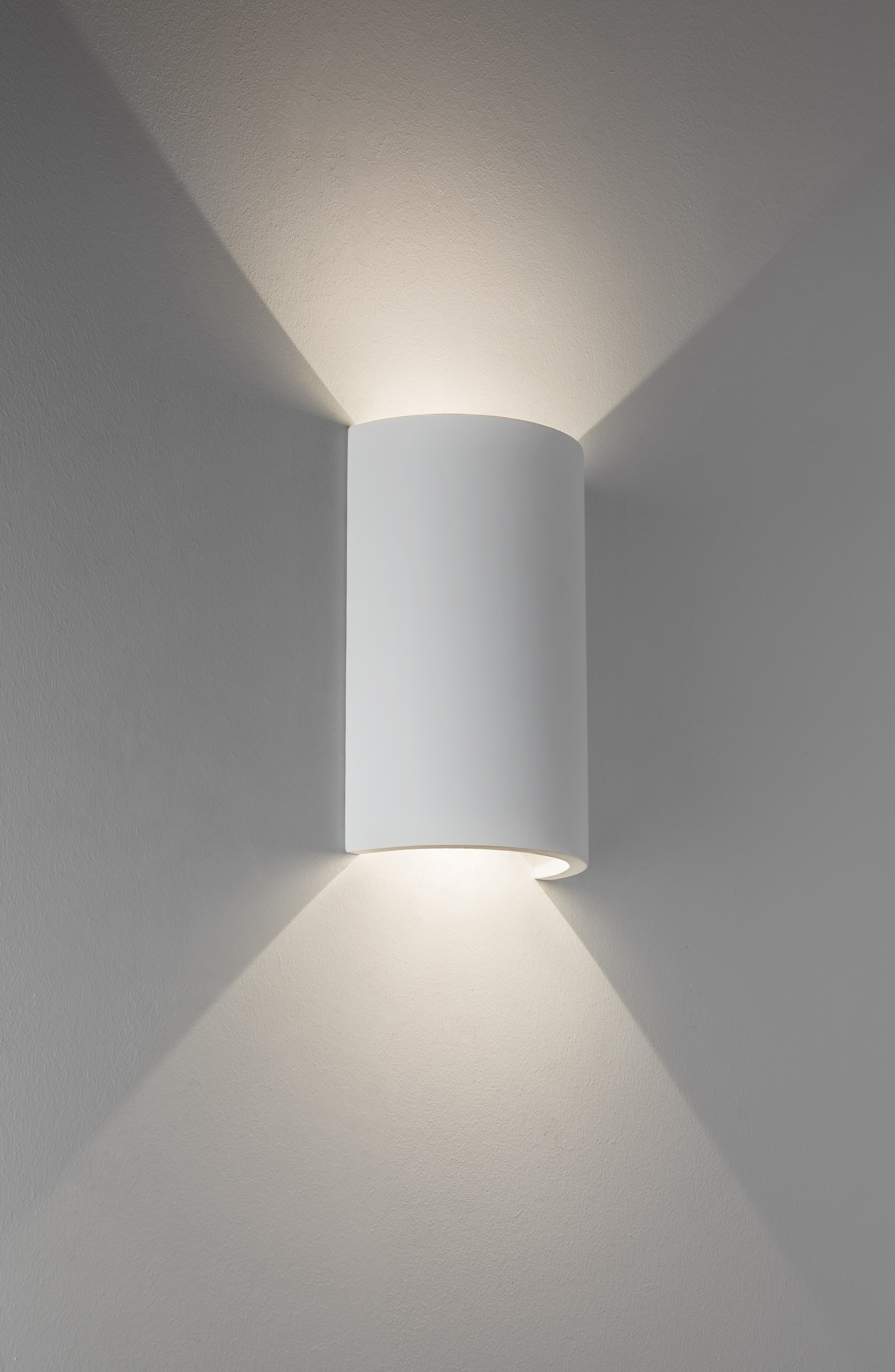 runde led wandlampe in wei schlichtes design up downlight serifos 170. Black Bedroom Furniture Sets. Home Design Ideas