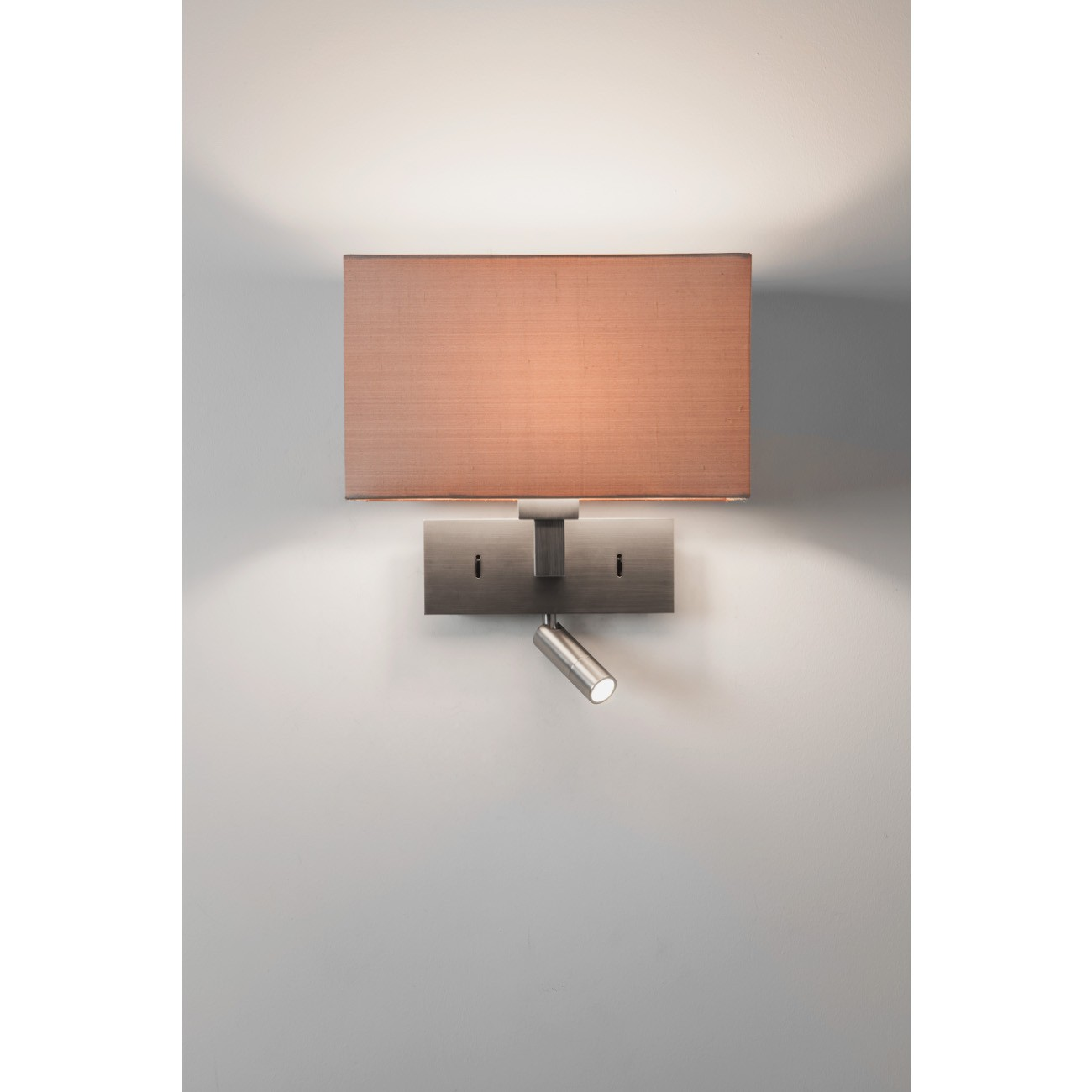 wandlampe mit eckigem schirm und schwenkbarem led licht park lane reader. Black Bedroom Furniture Sets. Home Design Ideas